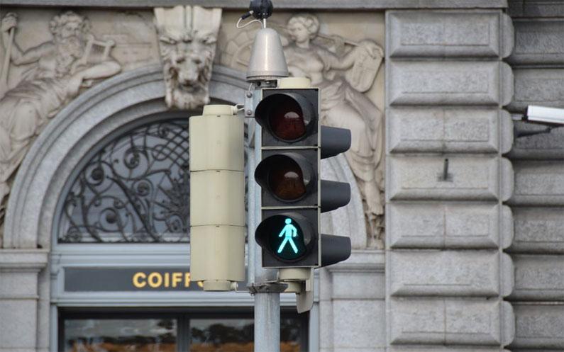 Fussverkehr Schweiz publiziert FAQ zu Lichtsignalanlagen